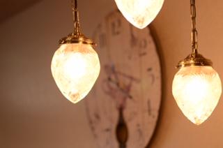 照明や時計などにもこだわっております。